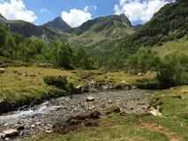 Fleuve de montagne Horizontal de montagne Images libres de droits