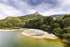 fleuve de montagne pierreux Images libres de droits