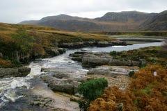 fleuve de montagnes Images libres de droits