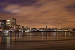 Fleuve de Montréal de scène de nuit de paysage urbain Photographie stock libre de droits