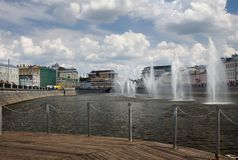 Fleuve de Moscou Fontaines sur la rivière de Moscou près du remblai de Bolotnaya photographie stock