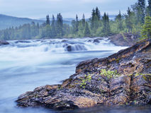 Fleuve de Namsen par Namsskogan Images stock