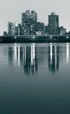fleuve de nuit de ville Photo stock