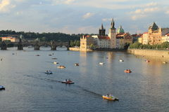 Fleuve de Prague - de Vltava - passerelle de Charles image libre de droits