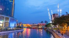 Fleuve de Singapour la nuit Photo stock