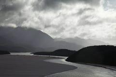 Fleuve en montagnes tasmaniennes Image libre de droits