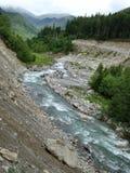 Fleuve entre les montagnes Photo libre de droits