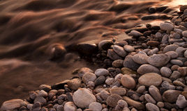 Fleuve et roches Photo libre de droits