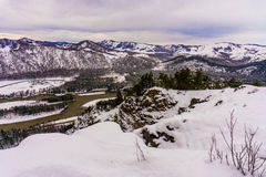 Fleuve Katun, Altai, Russie de montagne Un hiver scénique Images stock
