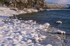 Fleuve Katun, Altai, Russie de montagne Un hiver scénique Images libres de droits