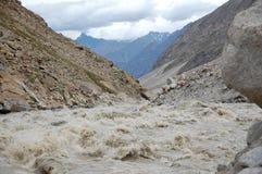 Fleuve sauvage dans Zanskar Photos libres de droits