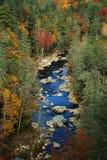 Fleuve scénique en automne Image libre de droits