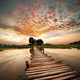 Fleuve sur le coucher du soleil Image libre de droits