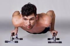 Flexão de braço do homem Fotografia de Stock Royalty Free