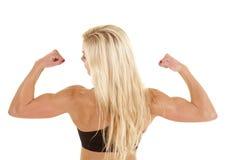 Flexión de la parte posterior de la mujer fuerte foto de archivo libre de regalías