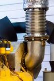 Flexibele tubulaire uitlaatpijp De Compensator van de motoruitlaat op pijp royalty-vrije stock afbeeldingen