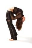 Flexibele vrouw die en achter-kromming uitrekt doet Stock Afbeeldingen