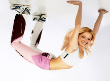 Flexibilitätsübung unter Decke. stockfotos