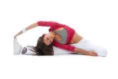 Flexible Tänzerfrau sitzen auf Schnur stockfoto