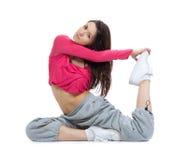 Flexibler Tänzer, der Übung ausdehnend tut lizenzfreie stockfotos