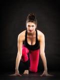 Flexibles Mädchen, das pilates Übung ausdehnend tut Lizenzfreies Stockfoto