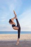 Flexiblility teenager di equilibrio dell'equilibrio della ginnasta Fotografie Stock Libere da Diritti
