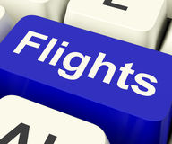 Flüge befestigen im Blau für Überseeferien Lizenzfreies Stockbild