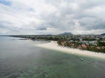 FLIC EN FLAC MAURITIUS, GRUDZIEŃ, - 04, 2015: Krajobraz i plaża w Flic Flac, Mauritius Chmurny niebo i ocean indyjski Zdjęcie Royalty Free