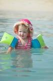 flicka 2 little vatten Arkivfoto