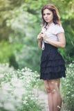 Flicka av vita blommor Fotografering för Bildbyråer