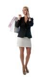 Flicka efter shopping som talar vid den mobila telefonen. Royaltyfria Foton