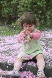 flicka för 2 blomning royaltyfria foton
