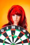 flicka för 4 dartboard arkivbilder