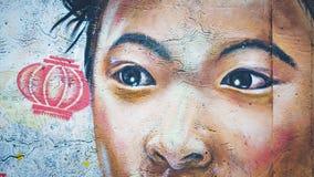 Flicka för gatakonstkines på väggen royaltyfri illustrationer