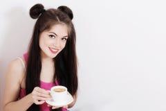 flicka för kaffekopp Royaltyfria Bilder