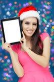 Flicka för lycklig jul med minnestavlan Royaltyfria Foton