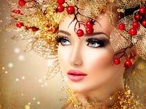 Flicka för modell för julvintermode Royaltyfri Bild