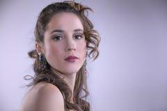 Flicka för skönhetmodemodell med nailart och smink, hår och jew arkivbild