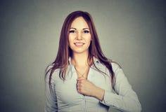 Flicka för toppen hjälte säker kvinna royaltyfri fotografi