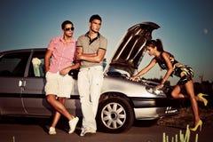 flicka för reparation för bilmotor Royaltyfri Bild