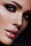 Flicka för skönhetmodemodell med ljus makeup Royaltyfria Bilder