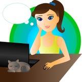 Flicka framme av datoren Royaltyfria Bilder
