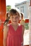 flicka henne lilla husdjur Royaltyfri Foto