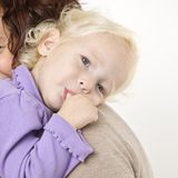flicka henne little sugande tum Royaltyfria Bilder