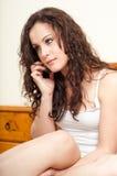 flicka henne tonårs- mobil telefon Arkivfoton