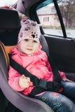 Flicka i bilen royaltyfri fotografi