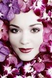 Flicka i blommor royaltyfri bild
