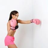 Flicka i boxninghandskar Royaltyfri Bild