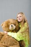Flicka i den gula ärmlös tröja Fotografering för Bildbyråer