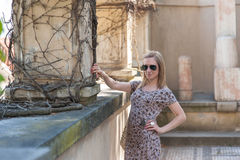 Flicka i den Prague slotten Arkivbild